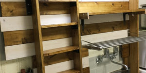 キッチンのシンク上の棚